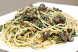 A simple recipe of pasta with snail meat